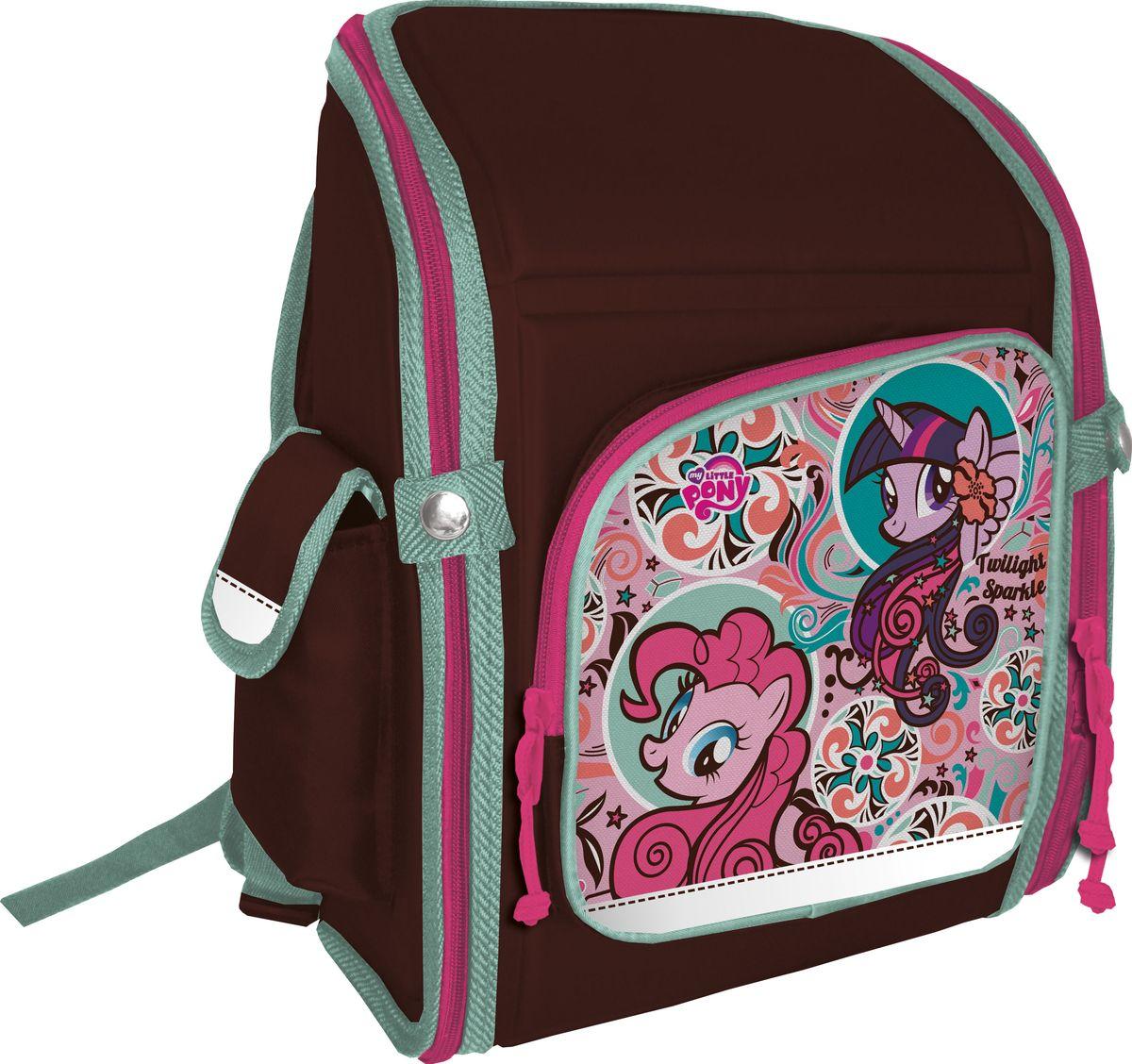 My Little Pony Рюкзак My Little PonyNRk_00502Ранец школьный, трансформер, с одним отделением на молнии,фронтальным карманом на молнии и двумя боковыми карманами; внутриотделения - два разделителя с утягивающей резинкой; корпус рюкзака,спинка, дно и крышка выполнены из EVA; лямки анатомической формы,регулируются по длине; для безопасности рюкзак снабженсветоотражающими элементами. Размер: 34,5 х 26 х 13 см.