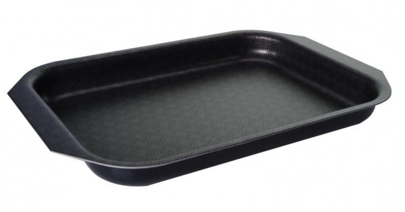 Противень Vari Vita, цвет: черный, низкий, 25 х 18 смFS-91909Благодаря удачному сочетанию функциональных свойств и усиленного покрытия посуда серии Vita позволяет готовить низкокалорийную пищу за счет использования минимального количества жиров. Посуда выполнена из штампованного алюминия толщиной до 2,8 мм. Корпус быстро и равномерно разогревается, распределяет и удерживает тепло. Классическое сочетание цветов внешнего и внутреннего покрытия создадут атмосферу уюта и удачно дополнят интерьер любой кухни.Антипригарное покрытие Scandia - одно из самых популярных и качественных покрытий в среднем ценовом сегменте. Прекрасно зарекомендовало себя на протяжении долгих лет. Уникальные рисунок в виде сот выполняет не только декоративную функция, но и обеспечивает дополнительный усиленный антипригарный слой.Внешнее жаростойкое покрытие черного цвета с ярким перламутровым блеском.Размер формы (без учета ручек и выступов): 25 х 18 см.Размер формы (с учетом ручек и выступов): 30 х 20,5 см.