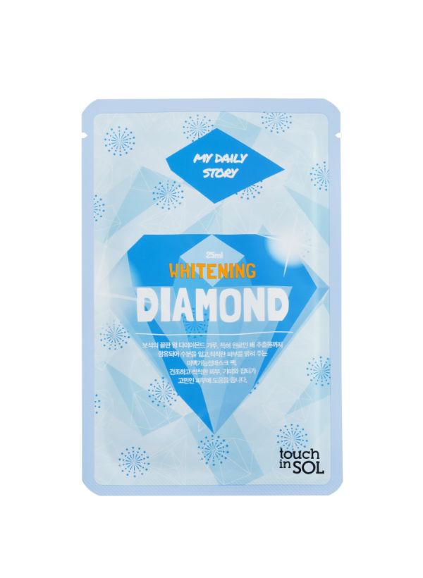 Touch in SOL Тканевая маска отбеливающая с брилиантовой пылью My Daily, 25 мл700132Отбеливающая маска содержит алмазную пыль и запатентованный экстракт груши, которая одновременно отбеливает, а также насыщает кожу влагой. Маска предназначена для тусклой и обезвоженной кожи, а также для кожи склонной к сухости, пигментным пятнам и веснушкам.Не содержит парабены.Содержит 9 активных полезных ингредиентов для кожи.Осветляет кожу, питая ее глубоко изнутри при помощи 5 видов активных ингредиентов: запатентованного экстракта груши, 7 видов экстрактов трав, алмазной пыли, 5 видов производных витаминов, морского эластина, молочного белка, бета-глюкана, сока алоэ вера.