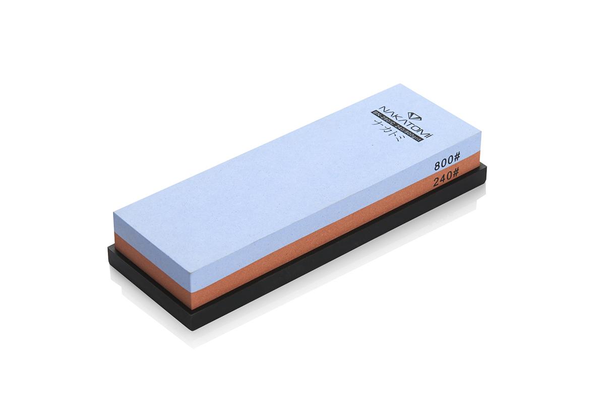 Камень точильный Nakatomi водный комбинированный #240/#800 . BN 280/С115510Предназначен для правки и полировки режущей кромки кухонных ножей. Внимательно ознакомьтесь с инструкцией по эксплуатации! В комплектацию входит резиновая платформа (против скольжения). Водный комбинированный #240/#800