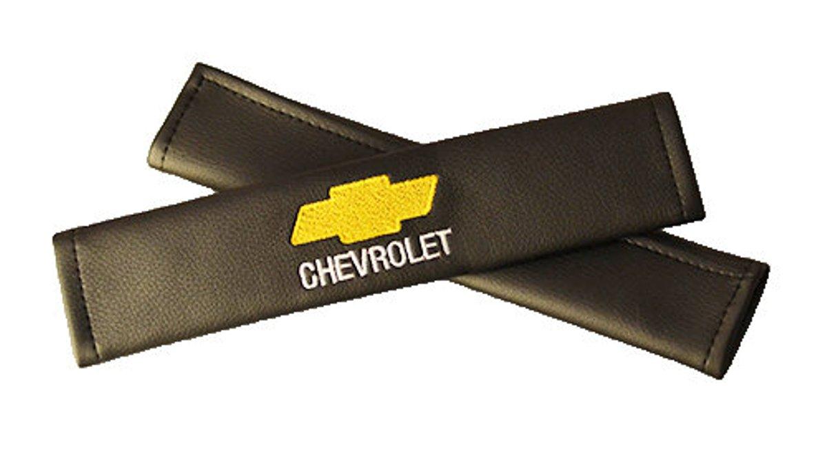 Накладки на ремень безопасности Auto Premium CHEVROLET, 2 шт80621Накладка на ремень безопасности легко закрепляется на ремне и решает ряд назойливых проблем:Ремень больше не натрет плечо, благодаря тому,что накладка сделана из мягкой экокожи и не мешает движению ремня. Накладка на ремень позволит защитить Вашу одежду от следов ремня безопасности. В жаркую погоду в местах соприкосновения с ремнем кожа не будет потеть, так как накладка выполнена из дышащего материала.