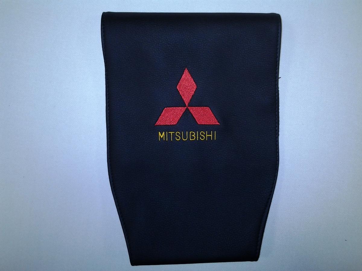 Чехол на подголовник Auto Premium Mitsubishi, 2 шт98298130Чехол Auto Premium Mitsubishi - это простая, эффектная и эффективная защита подголовника автомобиля. Накладка легко закрепляется вокруг подголовника и служит надежной защитой от загрязнения. Экокожа это износостойкий и долговечный материал. Такой чехол легко чистится влажной тряпкой.