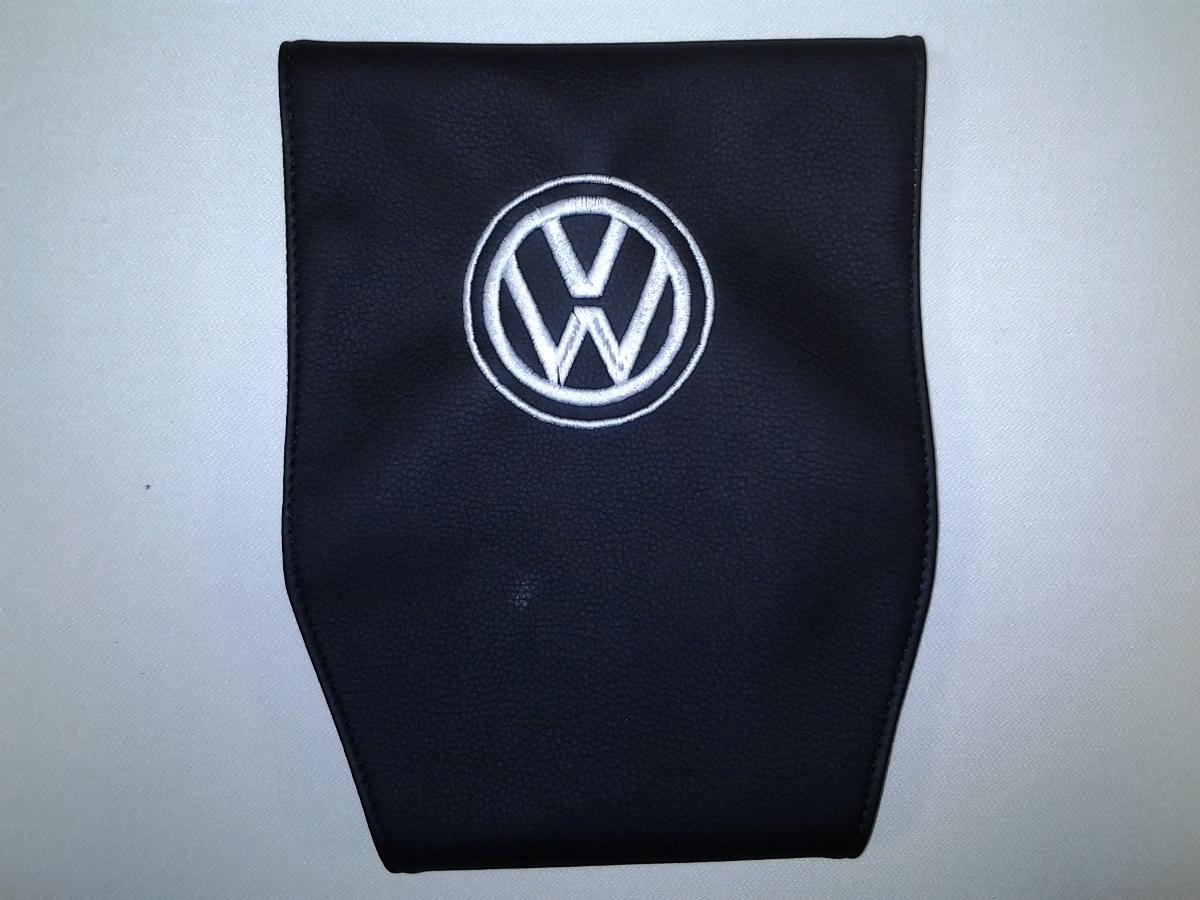 Чехол на подголовник Auto Premium VOLKSWAGEN, 2 шт21395599Простая, эффектная и эффективная защита подголовника автомобиля. Накладка легко закрепляется вокруг подголовника и служит надежной защитой от загрязнения. В отличие от ткани экокожа более практичный, износостойкий и долговечный материал, такой чехол легко чистится влажной тряпкой.