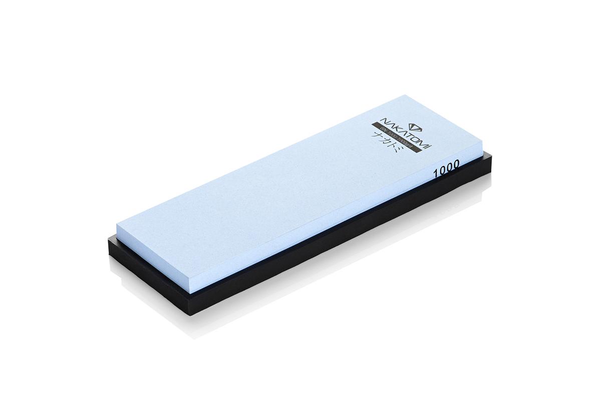 Камень точильный Nakatomi водный однослойный #1000 . BN-100092077Предназначен для правки и полировки режущей кромки кухонных ножей. Внимательно ознакомьтесь с инструкцией по эксплуатации! В комплектацию входит резиновая платформа (против скольжения). Водный однослойный #1000