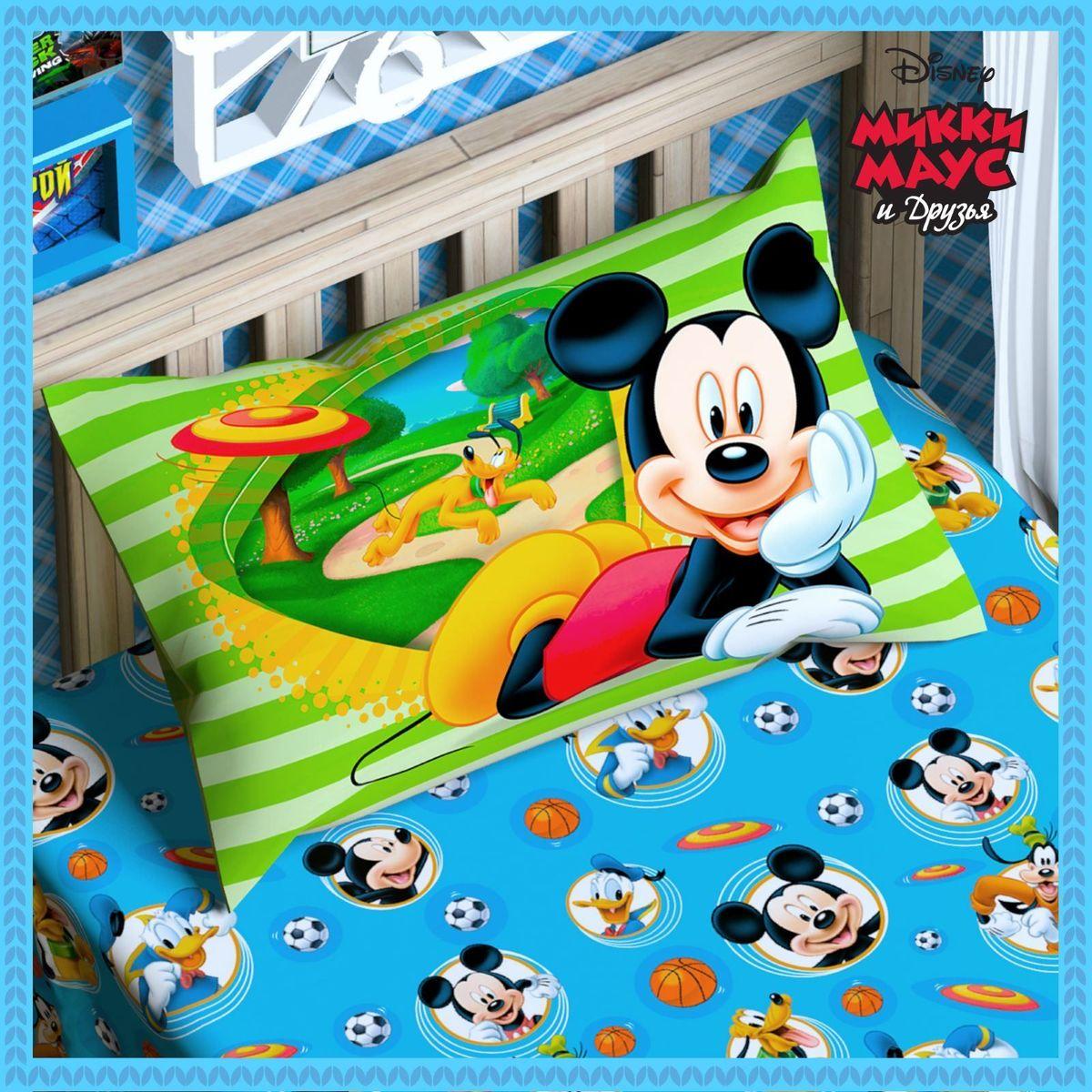 Disney Подушка панно Микки Маус и его друзья 50 х 70 115311101040 Marcele pinkСказочные сны с любимыми героями Disney. Маленький любитель мультфильмов Disney будет в восторге от этого яркого одеяла ! Оно подарит крохе захватывающие сны и по-настоящему доброе утро.Почему?Потому что одеяло изготовлено в России на современном оборудовании, а при нанесении рисунка использовались только качественные европейские красители.Над дизайном работала команда настоящих мастеров своего дела: очаровательные персонажи мультфильмов, детально проработанная картинка, гармоничное сочетание цветов — всё это результат их кропотливой работы.В качестве наполнителя для изделия используется файбер — практичный, безопасный и мягкий материал. Именно поэтому одеяло:поддерживает комфортную температуру тела во время сна;не способствует появлению аллергии и раздражения;позволяет коже дышать и впитывает влагу;хорошо переносит многочисленные стирки, сохраняя первоначальную форму и внешний вид;Чехол выполнен из поплина — прочной, невероятно приятной на ощупь хлопковой ткани, которая хорошо поддаётся окрашиванию и также позволяет коже дышать.Состав:Чехол: хлопок 100 %, поплин 125 г/м?.Наполнитель: файбер 200 г/м?.Рекомендации по уходу за изделием: стирайте при температуре не выше 40 °C без использования отбеливателей. Сушите в горизонтальном положении.