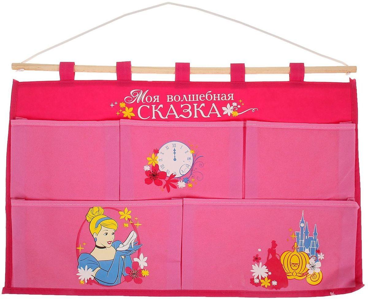 Disney Кармашки настенные Моя волшебная сказка Золушка 5 отделенийBQ1005ОРПорядок с любимыми героями Disney. Украсьте комнату ребёнка стильным и полезным аксессуаром. Настенные кармашки организуют вещи малышки и помогут содержать комнату в чистоте и порядке. Положите туда игрушки или одежду, и детская преобразится! Кармашки даже можно использовать в ванной комнате.Набор из нетканого материала спанбонд крепится на деревянную палочку, а вся конструкция подвешивается за верёвку. Яркие рисунки с любимыми персонажами нанесены по термотрансферной технологии.Изделие упаковано в прозрачный пакет, к которому прилагается небольшой шильд с героем Disney, где можно написать тёплые слова и пожелания для адресата.Соберите коллекцию аксессуаров с любимыми героями!