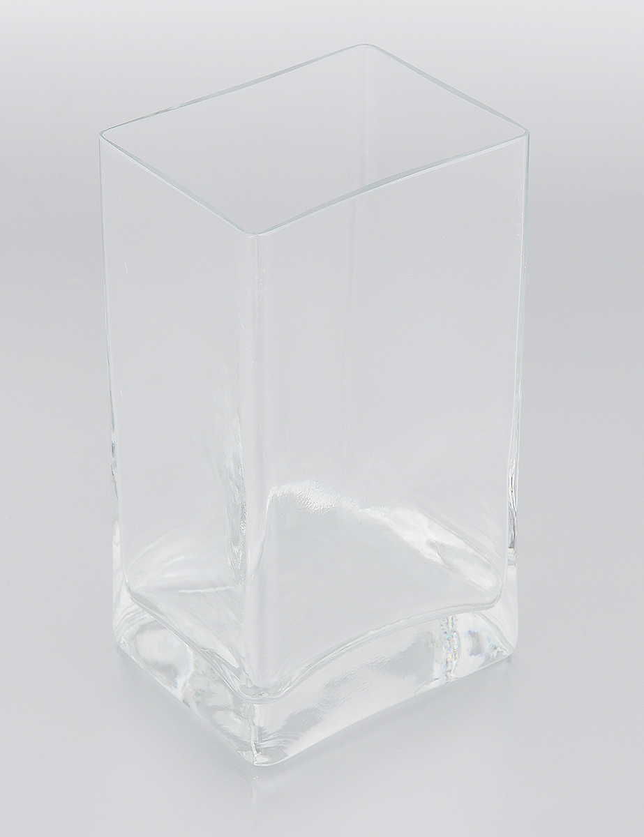 Ваза Pasabahce Botanica, высота 18 смHS.040039Ваза Pasabahce Botanica, выполненная из натрий-кальций-силикатного стекла, сочетает в себе изысканный дизайн с максимальной функциональностью. Ваза прямоугольной формы имеет гладкие прозрачные стенки. Такая ваза придется по вкусу и ценителям классики, и тем, кто предпочитает утонченность и изысканность.Можно мыть в посудомоечной машине. Размер вазы по верхнему краю: 10 х 8 см.Высота: 18 см.