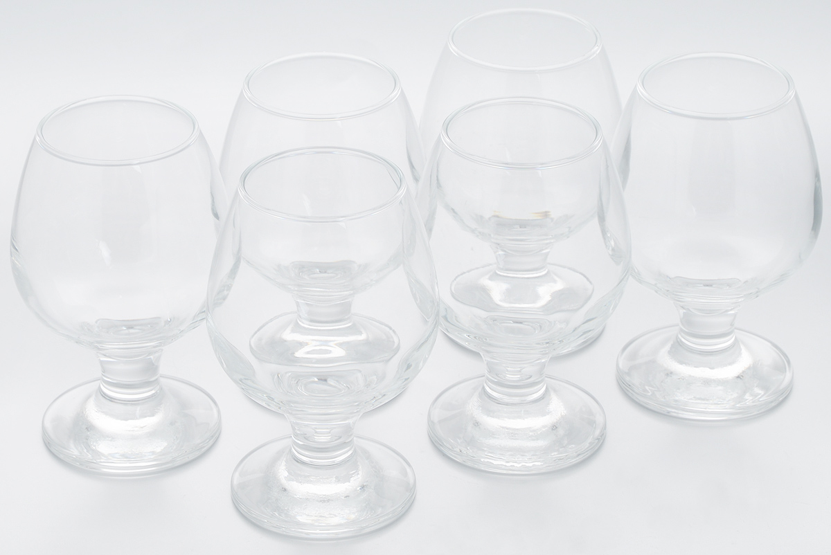 Набор бокалов Pasabahce Bistro, 250 мл, 6 штGK22-160Набор Pasabahce Bistro состоит из шести бокалов, выполненных из прочного натрий-кальций-силикатного стекла. Изделия оснащены невысокими изящными ножками, отлично подходят для подачи коньяка, бренди и других напитков. Бокалы сочетают в себе элегантный дизайн и функциональность. Набор бокалов Pasabahce Bistro прекрасно оформит праздничный стол и создаст приятную атмосферу за ужином. Такой набор также станет хорошим подарком к любому случаю. Можно мыть в посудомоечной машине.Диаметр бокала по верхнему краю: 5 см. Высота бокала: 12 см.