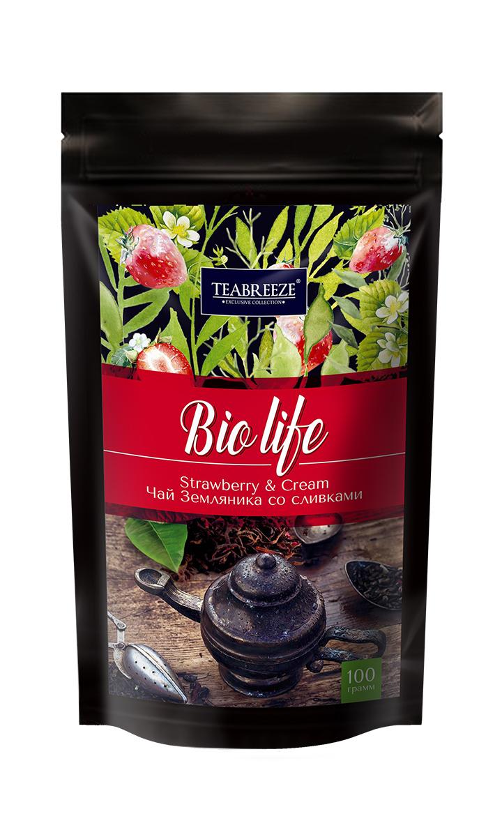 Teabreeze листовой ароматизированный чай земляника со сливками, 100 г0120710Чай Teabreeze Земляника со сливками - это отличный чайный микс, обладающий незабываемым вкусом лета. Смесь черного байхового чая с листьями и плодами земляники рождает непередаваемые ощущения свежести лесной ягоды в сочетании с мягким и сладким вкусом сливок. Эта великолепная вкусовая консистенция оставляет на языке стойкое и очень приятное послевкусие, напоминающее подогретый солнцем летний лес. Напиток, который получается из ароматной смеси Земляника со сливками приятно бодрит и освежает.