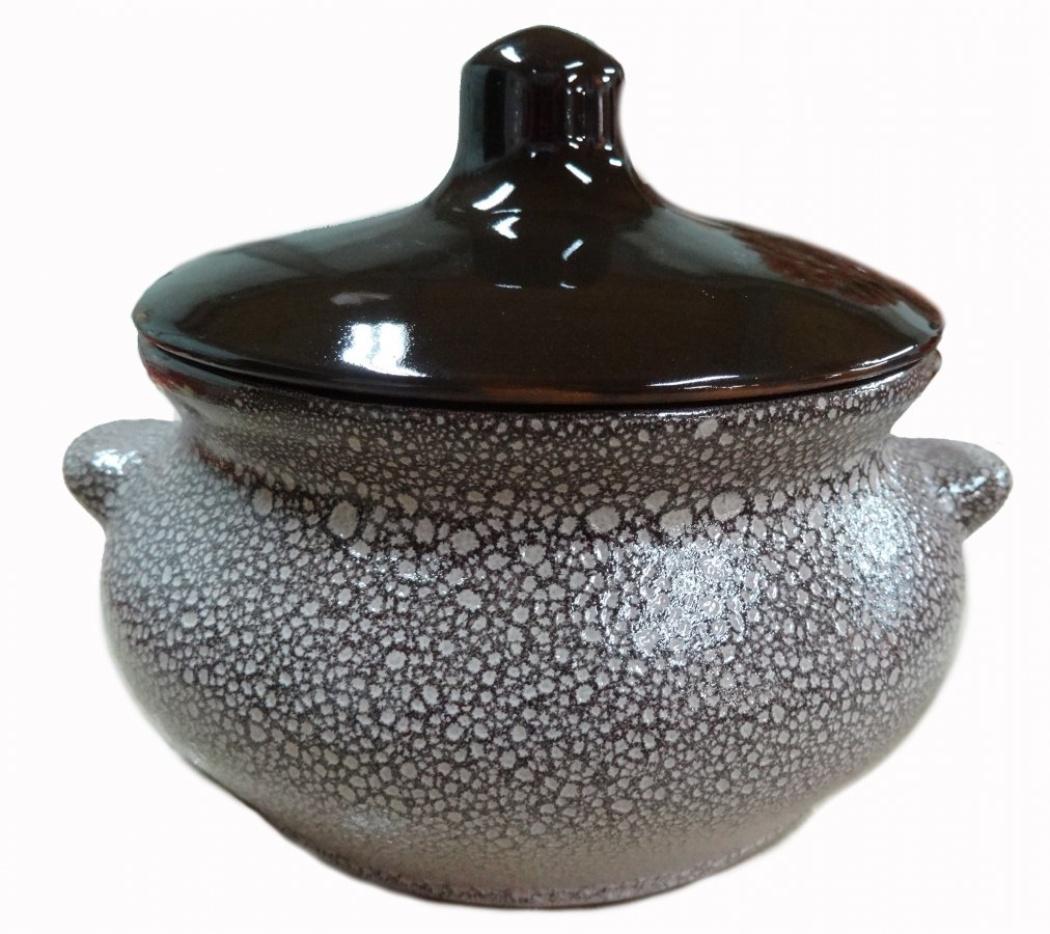 Горшок для жаркого Борисовская керамика Мрамор, с ручками, 0,5 л54 009312Горшок для жаркого Борисовская керамика Мрамор выполнен из высококачественной керамики. Керамика абсолютно безопасна, поэтому изделие придется по вкусу любителям здоровой и полезной пищи. Горшок для запекания с крышкой очень вместителен и имеет удобную форму. Идеально подходит для одной порции. Уникальные свойства красной глины и толстые стенки изделия обеспечивают эффект русской печи при приготовлении блюд. Это значит, что еда будет очень вкусной, сочной и здоровой.Посуда жаропрочная. Можно использовать в духовке и микроволновой печи.Диаметр горшочка: 13 см. Высота: 9,5 см.