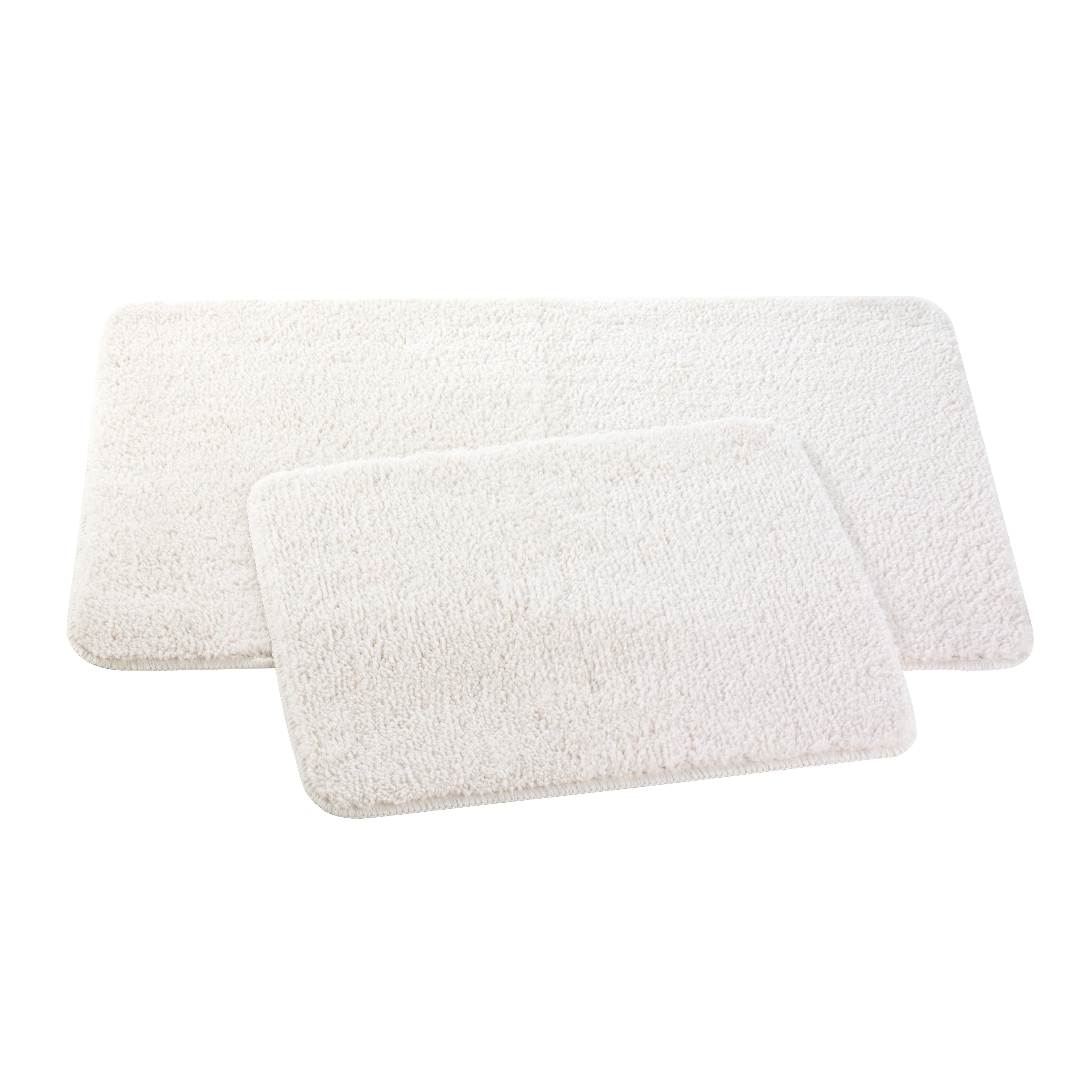 Набор ковриков для ванной и туалета Axentia, цвет: бежевый, 2 шт391602Набор Axentia, выполненный из микрофибры (100% полиэстер), состоит из двух стеганых ковриков для ванной комнаты и туалета. Противоскользящее основание изготовлено из термопластичной резины и подходит для полов с подогревом. Коврики мягкие и приятные на ощупь, отлично впитывают влагу и быстро сохнут. Высокая износостойкость ковриков и стойкость цвета позволит вам наслаждаться покупкой долгие годы. Можно стирать в стиральной машине. Размер ковриков: 50 х 80 см; 50 х 40 см.Высота ворса 1,5 см.