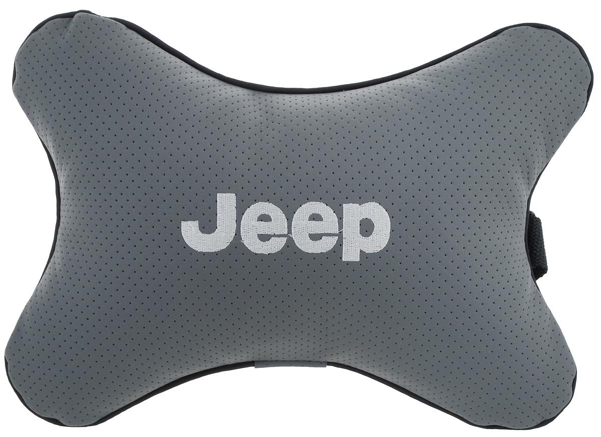 Подушка автомобильная Autoparts Jeep, на подголовник, цвет: серый, белый, 30 х 20 смFS-80423Автомобильная подушка Autoparts Jeep, выполненная из эко-кожи с мягким наполнителем из холлофайбера, снимает усталость с шейных мышц, обеспечивает правильное положение головы и амортизирует нагрузки на шейные позвонки при резком маневрировании. Ее можно зафиксировать на подголовнике с помощью регулируемого по длине ремня. На изделии имеется молния, с помощью которой вы с легкостью сможете поменять наполнитель. Если ваши пассажиры захотят вздремнуть, то подушка под голову окажется очень кстати и поможет расслабиться.