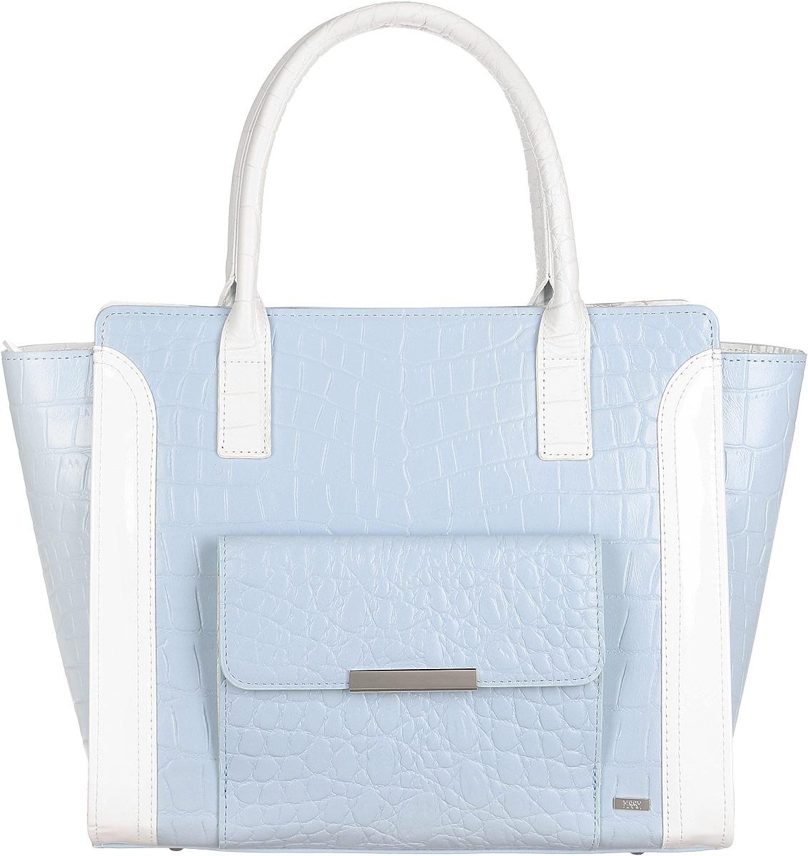 Сумка женская Esse Моника, цвет: голубой, белый. GMNC5U-00MG00-FF809O-K100S76245Стильная женская сумка в форме трапеции Esse Моника изготовлена из натуральной кожи с добавлением полиамида и полиуретана, оформлена тиснением под кожу крокодила и металлическим значком логотипа бренда. Модель создана для женщин, ценящих оригинальный дизайн в сочетании с функциональностью и комфортом.Сумка состоит из одного отделения и закрывается на пластиковую застежку-молнию. Отделение содержит нашивной карман для телефона и мелочей, а также врезной карман на молнии. Снаружи, на лицевой стороне изделия, расположен накладной карман с клапаном на магнитной кнопке. На задней стенке врезной карман на молнии. Сумка оснащена двумя удобными ручками для переноски в руке или на запястье. Дно сумки дополнено металлическими ножками, которые защищают изделие от повреждений.Прилагается текстильный фирменный чехол для хранения.Оригинальный аксессуар позволит вам завершить образ и быть неотразимой.