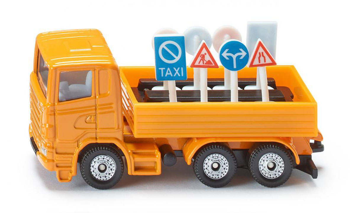 """Грузовик """"Siku"""" выполнен в виде точной копии настоящего автомобиля. Такая модель понравится не только ребенку, но и взрослому коллекционеру, и приятно удивит вас высочайшим качеством исполнения. Модель выполнена из металла с элементами из пластика; прорезиненные колеса крутятся. В комплект к грузовику входят восемь дорожных знаков. Отличный подарок для любителей автомобилей!"""