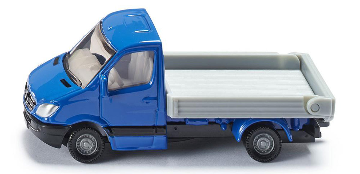"""Модель автомобиля Siku """"Mercedes-Benz Sprinter"""" отлично подойдет для детских игр различных возрастов. Модель выполнена из металла с элементами из пластика. Колеса имеют свободный ход. Ваш ребенок часами будет играть с такой игрушкой, придумывая различные истории и устраивая соревнования. Эта игрушка будет интересна не только детям, но и взрослым коллекционерам."""