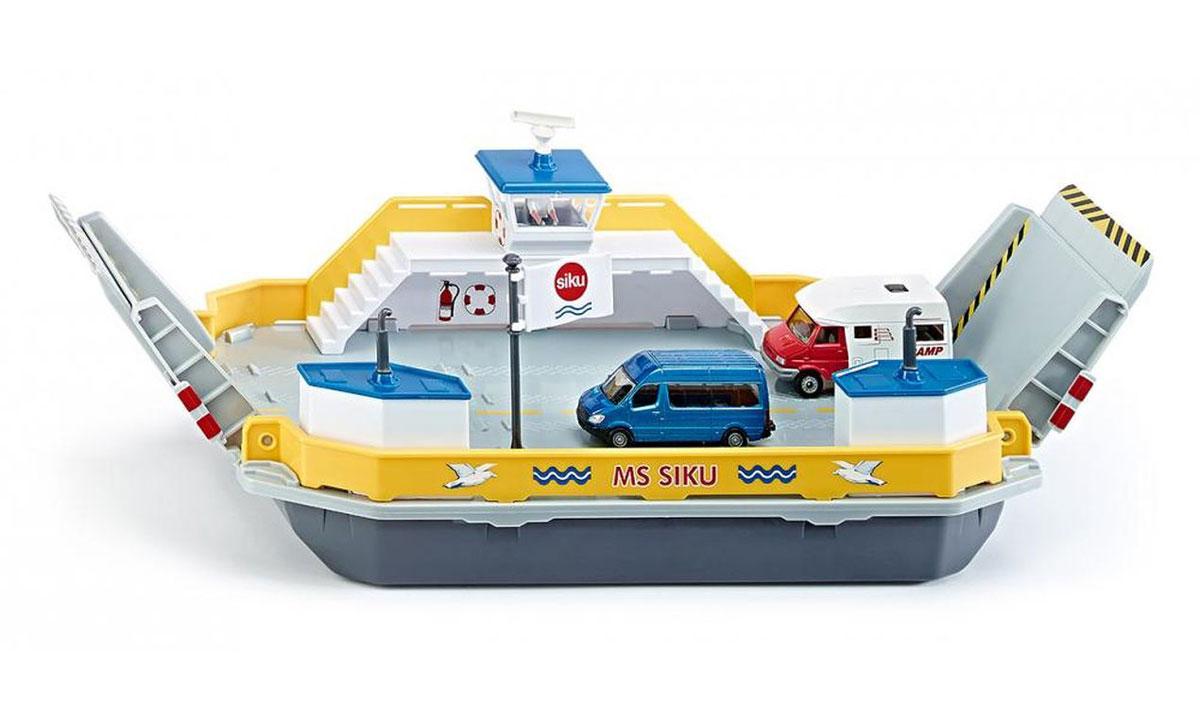 """Ранее автомобили останавливались на берегу реки, но теперь новый плавающий паром поможет преодолеть любые водные расстояния! Паром для машин """"Siku"""" изготовлена из прочных и безопасных материалов. На паром можно грузить 6 легковых машин или 2 грузовика. Потяните вниз пандусы и плывите на другой берег! В набор входят 2 модели автомобилей, фигурка капитана и дополнительные аксессуары. Ваш ребенок увлеченно будет играть с такой игрушкой, придумывая различные истории!"""