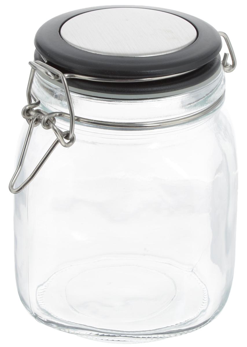 Банка для хранения Zeller, 1 л. 19951SC-FD421004Банка Zeller выполнена из прозрачного стекла и оснащена пластиковой крышкой. Металлическая клипса и силиконовый уплотнитель герметично закрывают крышку, что позволяет продуктам дольше оставаться свежими и ароматными. Изделие прекрасно подходит для хранения разнообразных сыпучих продуктов.Такая баночка станет достойным дополнением к вашему кухонному инвентарю. Диаметр по верхнему краю: 9,5 см.Высота банки (с учетом крышки): 15 см.