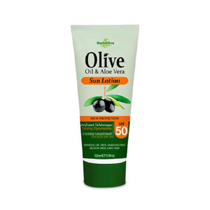 HerbOlive Крем для тела солнцезащитный SPF50 100 мл65500740_новыйБережно сохраняет вкоже естественный уровень влаги, обеспечивая интенсивное увлажнение. Восстанавливает иразглаживает кожу предотвращая шелушение ивтоже время придает живой блеск, успокаивает иподдерживает кожу упругой имолодой спомощью активных ингредиентов и экстракта алоэ вера.