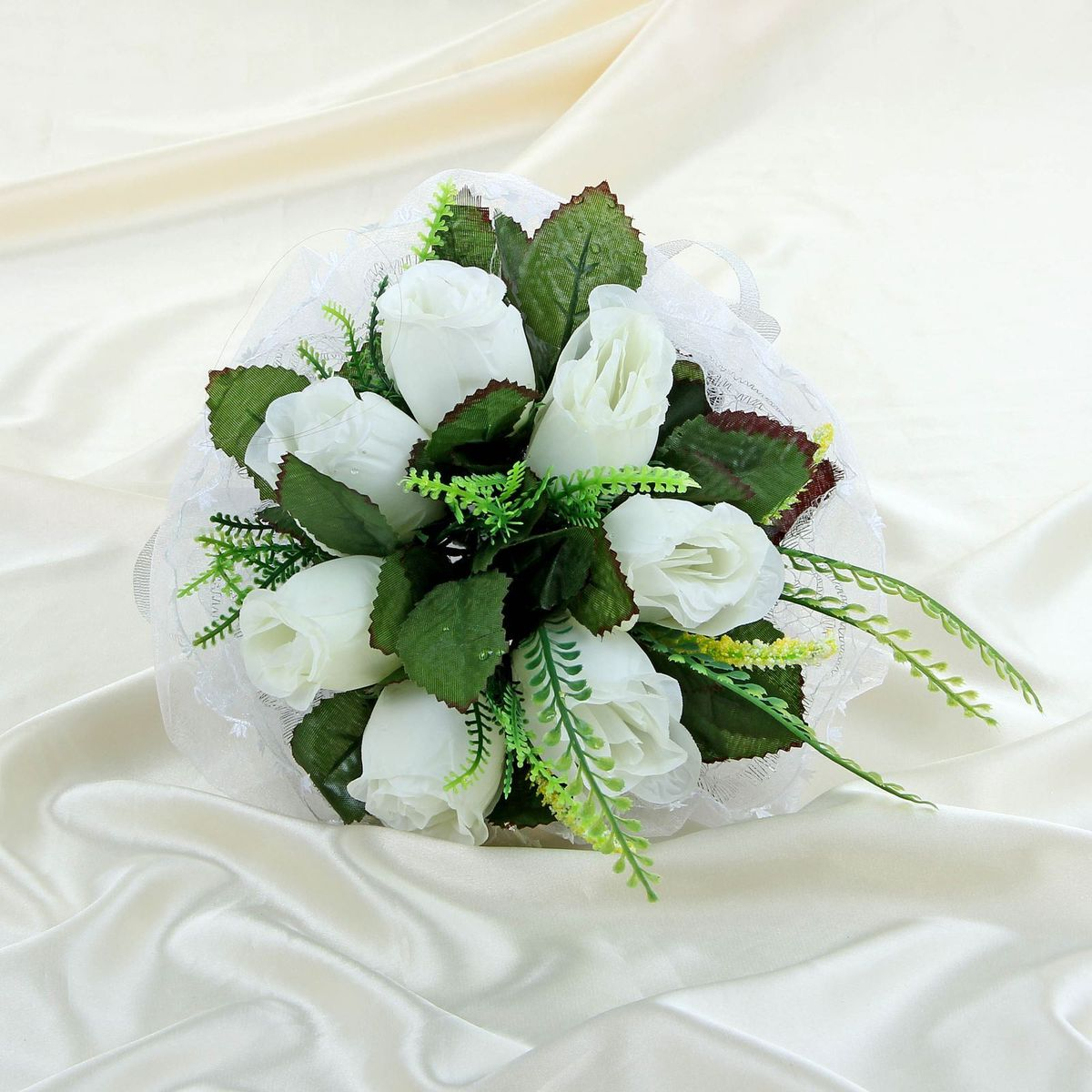Букет-дублер Sima-land, цвет: белый. 11203221544528Традиция кидать букет невесты на свадьбе зародилась совсем недавно, но является одним из самых долгожданных моментов праздника. Для многих незамужних подружек – поймать букет на свадьбе – шанс осуществления заветной мечты.Современные невесты всё чаще используют для этого ритуала бутафорские букеты из искусственных материалов. Они легче, дешевле и точно не смогут рассыпаться в полете.