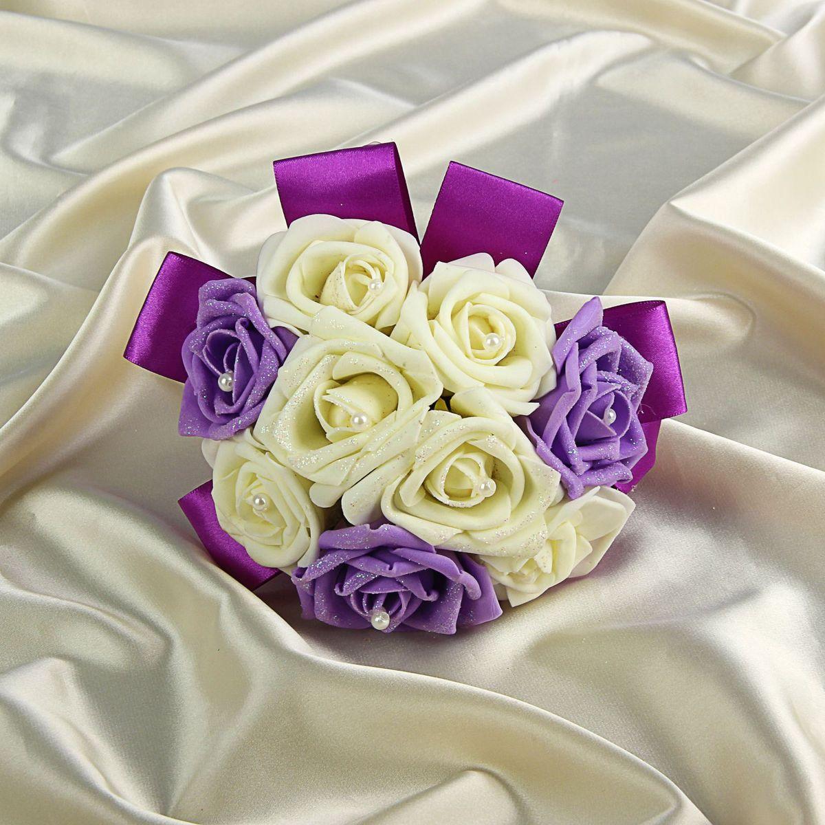 Букет-дублер Sima-land, цвет: белый, фиолетовый. 12628401270030Добавьте в интерьер частичку весны! Дублер букета невесты с розами премиум будет радовать неувядающей красотой не один год. Просто поставьте его в вазу или создайте пышную композицию.Искусственные растения не требуют поливки, особого освещения и другого специального ухода. Они украсят любое помещение (например, ванную с повышенной влажностью или затемнённый коридор).Дом становится уютным благодаря мелочам. Преобразите интерьер, а вместе с ним улучшится и настроение!