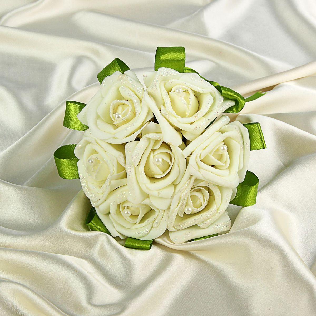 Букет-дублер Sima-land, цвет: белый. 12708211023254Добавьте в интерьер частичку весны! Дублер букета невесты 7 роз айвори будет радовать неувядающей красотой не один год. Просто поставьте его в вазу или создайте пышную композицию.Искусственные растения не требуют поливки, особого освещения и другого специального ухода. Они украсят любое помещение (например, ванную с повышенной влажностью или затемнённый коридор).Дом становится уютным благодаря мелочам. Преобразите интерьер, а вместе с ним улучшится и настроение!