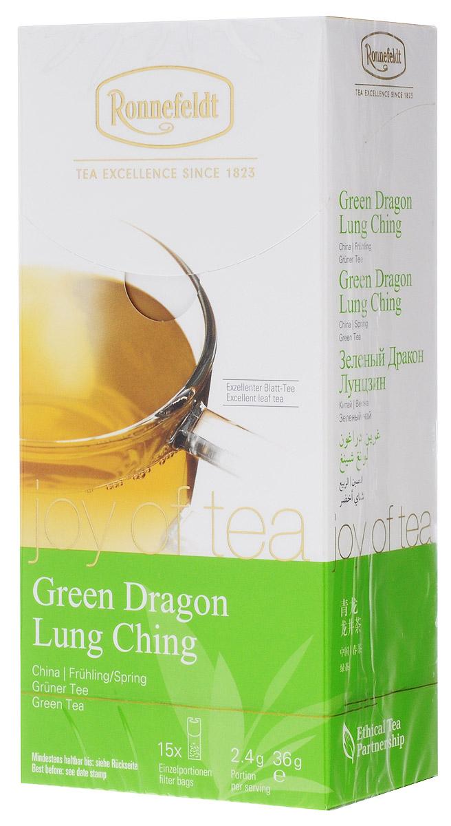Ronnefeldt Joy of Tea Зеленый дракон зеленый чай в пакетиках, 15 шт101246Чайная почка и два листочка бережно высушиваются и скручиваются вручную, так что чайные листья раскрываются лишь при заваривании.Оптимальная порция высококачественного листового чая в саше из экологичного, натурального материала. В этом саше чайные листья, произведенные традиционным методом, полностью раскрываются и передают напитку свой полный вкус.