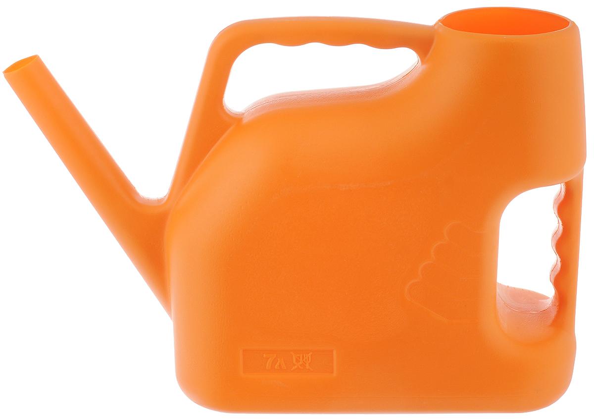 Лейка Альтернатива, цвет: оранжевый, 7 л. M222011H1800Садовая лейка Альтернатива предназначена для полива насаждений на приусадебном участке. Она выполнена из пластика и имеет небольшую массу, что позволяет экономить силы при поливе. Удобство в использовании также обеспечивается за счет эргономичной ручки лейки. Выпуклая насадка позволяет производить равномерный полив, не прибивая растения. Лейка имеет большое горлышко для наливания воды. Лейка Альтернатива станет незаменимой на вашем огороде или в саду.