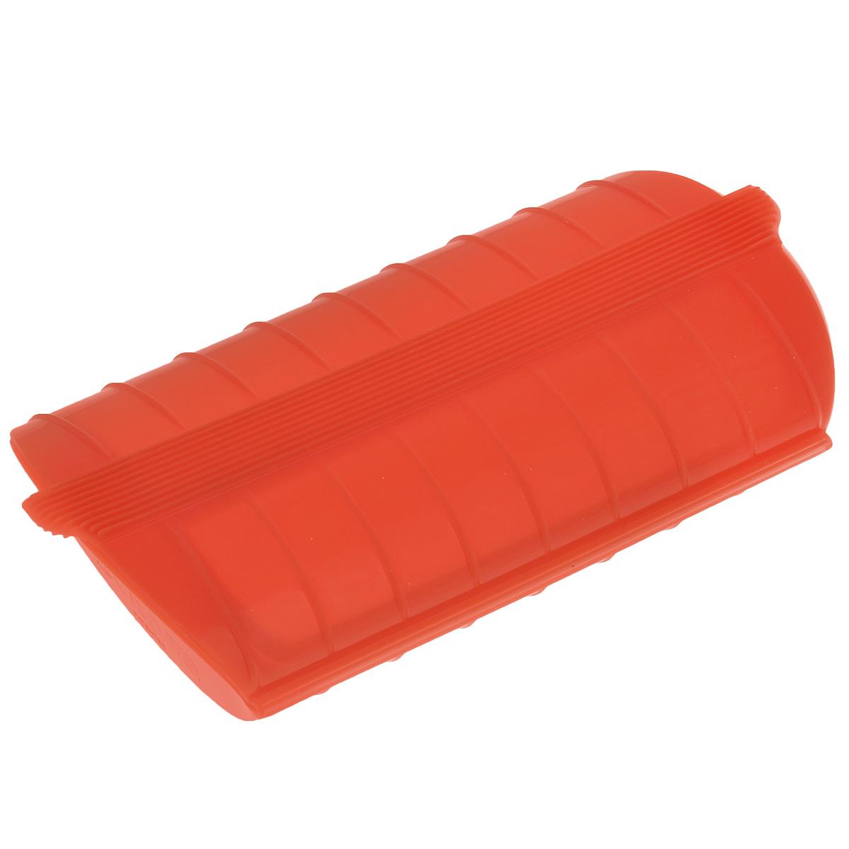 Конверт для запекания Lekue, цвет: красный, ПОДАРОК: цитрус-спрей LekueFS-91909Конверт для запекания Lekue изготовлен из высококачественного пищевого силикона, который выдерживает температуру от -60°С до +220°С. Благодаря особым свойствам силикона, продукты остаются такими же сочными, не пригорают и равномерно пропекаются. Конверт делает оптимальным приготовление пищевых продуктов, делая более интенсивным вкус каждого из них и сохраняя все содержащиеся в них питательные вещества.Для конверта предусмотрен съемный внутренний поддон-решетка, который позволит стечь лишнему жиру и соку во время размораживания, хранения и приготовления. Приготовление пищи можно производить с поддоном или без него, в зависимости от желаемого результата. Конверт закрывается, поэтому жир не разбрызгивается по стенкам духовки. Приготовленное блюдо легко вынимается из конверта и позволяет приготовить одновременно до двух порций. Идеально подходит для приготовления мяса, курицы или рыбы. В дополнение к основным достоинствам конверта для запекания с поддоном - он невероятно практичен и легко моется как традиционным способом, так и в посудомоечной машине.Можно использовать в духовке и микроволновой печи.В подарок к контейнеру идет цитрус-спрей Lekue.Цитрус-спрей Lekue - это насадка с клапаном, выполнена из пластика. Предназначена для того чтобы придать фирменному блюду или напитку настоящий цитрусовый вкус.Метод использования очень прост: срежьте верхнюю часть цитрусового плода, ввинтите в мякоть и уникальный цитрусовый спрей готов. Насадку можно использовать для всех видов цитрусовых: лимонов и апельсинов, мандаринов, лаймов, грейпфрутов и других.Размер цитрус-спрея: 9,5 х 4,5 х 4,5 см.