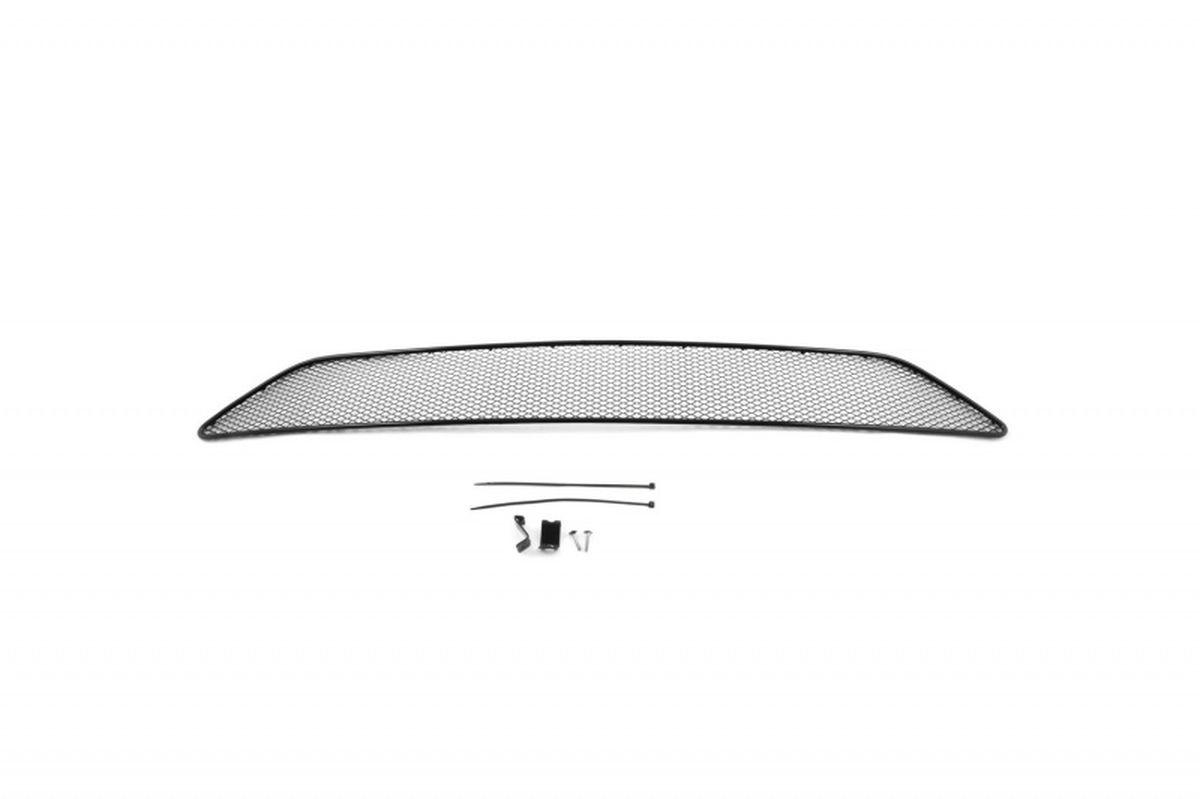 Сетка для защиты радиатора Novline-Autofamily, внешняя, для Volvo XC90 (2015-)4620019034603Сетка для защиты радиатора Novline-Autofamily изготовлена из антикоррозионного материала, что гарантирует отсутствие ржавчины в процессе эксплуатации. Изделие устанавливается на штатную решетку переднего бампера автомобиля, защищая таким образом радиатор от попадания камней, крупных насекомых, мелких птиц. Простая установка делает это изделие необыкновенно удобным. В отличие от универсальных сеток, для установки которых требуется снятие бампера, то есть наличие специализированных навыков и дополнительного оборудования (подъемник и так далее), для установки этой сетки понадобится 20 минут времени и отвертка. Данный продукт разработан индивидуально под каждый бампер автомобиля. Внешняя защитная сетка радиатора полностью повторяет геометрию решетки бампера и гармонично вписывается в общий стиль автомобиля.