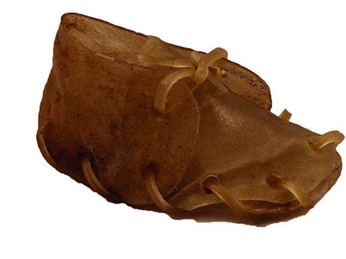 Лакомство для собак из жил Каскад Башмак, 8 см, 2 шт101246Лакомство для собак Каскад Башмак идеально подходит для ухода за зубами и деснами. При ежедневном применении предупреждает образование зубного налета. Такое изделие будет аппетитным лакомством и занимательной игрушкой для вашего любимца. Размер косточки: 8 см. Вес: 8-12 г.Товар сертифицирован.