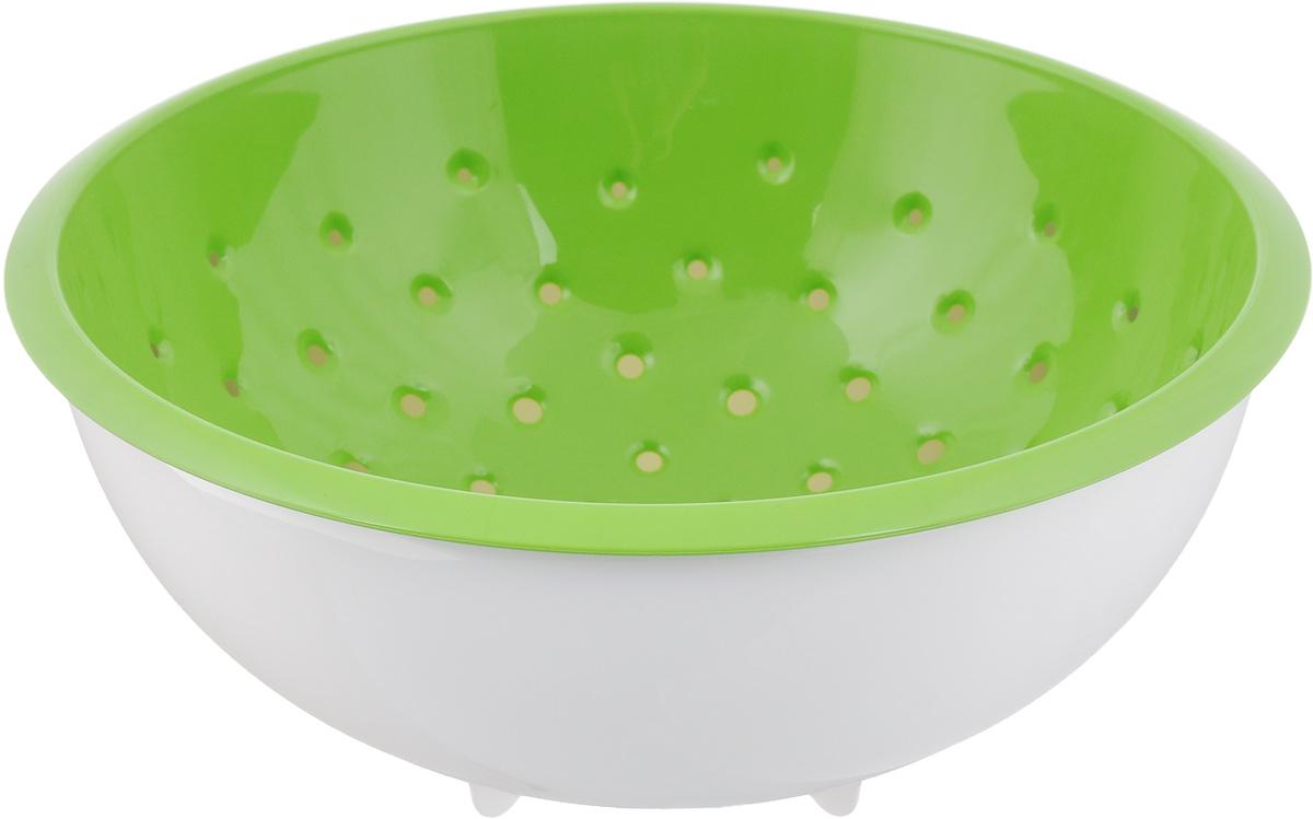 Дуршлаг Tescoma Vitamino, с чашкой, цвет: белый, зеленый, диаметр 28 см642794_белый, зеленыйДуршлаг Tescoma Vitamino изготовлен из высокопрочного пищевого пластика. Отлично подходит для ополаскивания овощей и фруктов под проточной водой, оставшаяся вода на продуктах стекает в чашу. Обе емкости могут быть использованы отдельно: чаша для приготовления и сервировки салатов или порций фруктов, дуршлаг - для сцеживания макарон, картофеля и многого другого. Подходит для мытья в посудомоечной машине и для хранения пищи в холодильнике. Диаметр дуршлага: 28 см. Объем чаши: 5 л. Высота стенки: 13 см.