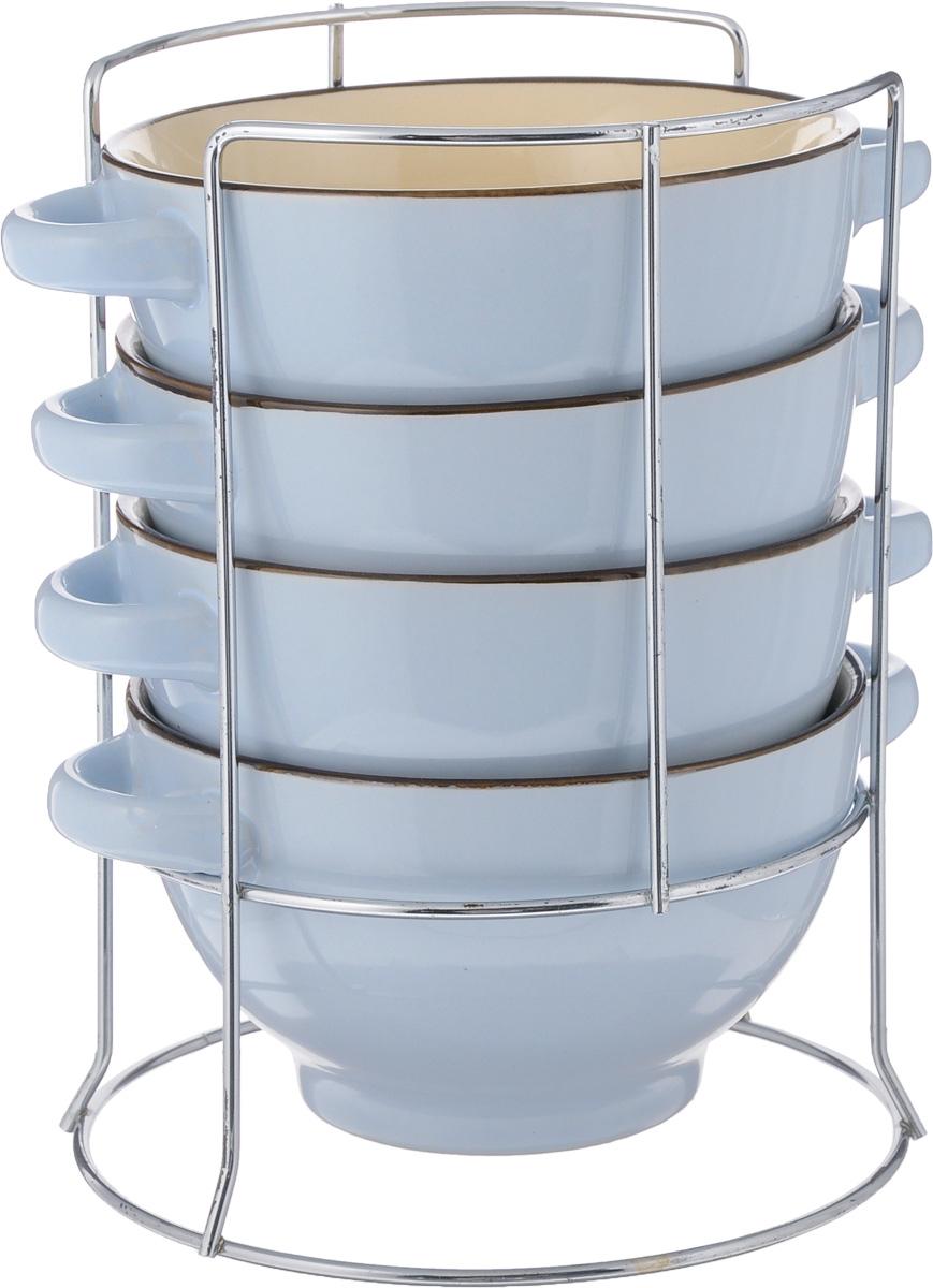 Набор супниц Loraine, 5 предметов. 22578115510Набор Loraine включает в себя 4 супницы, выполненные из высококачественной керамики. Набор прекрасно подходит для подачи супов, бульонов и других блюд. Элегантный дизайн отлично впишется в интерьер любой кухни.Супницы компактно размещаются на подставке из хромированного металла с резными вставками по бокам.Объем супницы: 420 мл.Диаметр супницы (по верхнему краю): 13 см.Диаметр дна супницы: 7,5 см.Высота супницы: 8 см.Размер подставки: 15 х 15 х 22 см.