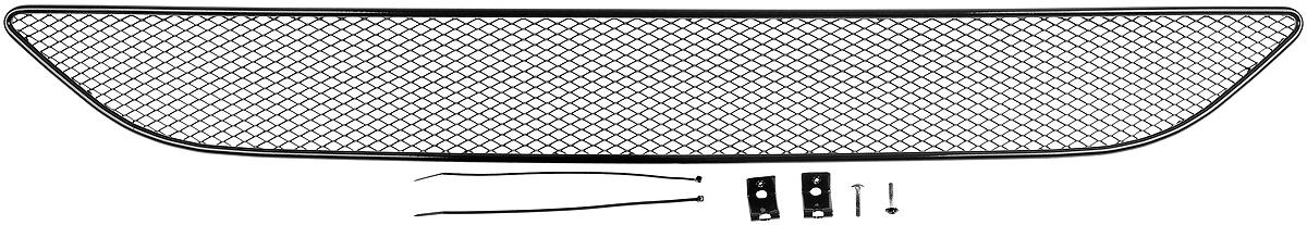 Сетка для защиты радиатора Novline-Autofamily, внешняя, для Ford Focus III (2015-)80621Сетка для защиты радиатора Novline-Autofamily изготовлена из антикоррозионного материала, что гарантирует отсутствие ржавчины в процессе эксплуатации. Изделие устанавливается на штатную решетку переднего бампера автомобиля, защищая таким образом радиатор от попадания камней, крупных насекомых, мелких птиц. Простая установка делает это изделие необыкновенно удобным. В отличие от универсальных сеток, для установки которых требуется снятие бампера, то есть наличие специализированных навыков и дополнительного оборудования (подъемник и так далее), для установки этой сетки понадобится 20 минут времени и отвертка. Данный продукт разработан индивидуально под каждый бампер автомобиля. Внешняя защитная сетка радиатора полностью повторяет геометрию решетки бампера и гармонично вписывается в общий стиль автомобиля.