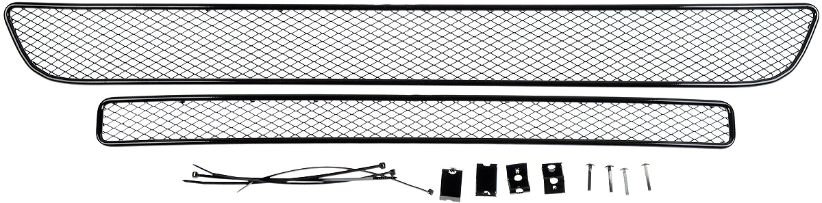 Сетка для защиты радиатора Novline-Autofamily, внешняя, для Suzuki Vitara (2015-) без декоративной накладки на передний бампер, 2 шт01-510415-151Сетка для защиты радиатора Novline-Autofamily изготовлена из антикоррозионного материала, что гарантирует отсутствие ржавчины в процессе эксплуатации. Изделие устанавливается на штатную решетку переднего бампера автомобиля, защищая таким образом радиатор от попадания камней, крупных насекомых, мелких птиц. Простая установка делает это изделие необыкновенно удобным. В отличие от универсальных сеток, для установки которых требуется снятие бампера, то есть наличие специализированных навыков и дополнительного оборудования (подъемник и так далее), для установки этой сетки понадобится 20 минут времени и отвертка. Данный продукт разработан индивидуально под каждый бампер автомобиля. Внешняя защитная сетка радиатора полностью повторяет геометрию решетки бампера и гармонично вписывается в общий стиль автомобиля.