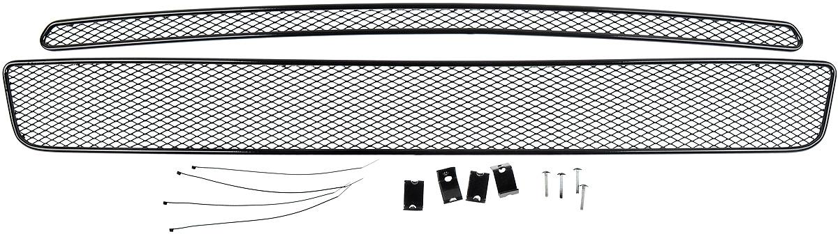 Сетка для защиты радиатора Novline-Autofamily, внешняя, для Nissan X-Trail (2007-2010), 2 шт1004900000360Сетка для защиты радиатора Novline-Autofamily изготовлена из антикоррозионного материала, что гарантирует отсутствие ржавчины в процессе эксплуатации. Изделие устанавливается на штатную решетку переднего бампера автомобиля, защищая таким образом радиатор от попадания камней, крупных насекомых, мелких птиц. Простая установка делает это изделие необыкновенно удобным. В отличие от универсальных сеток, для установки которых требуется снятие бампера, то есть наличие специализированных навыков и дополнительного оборудования (подъемник и так далее), для установки этой сетки понадобится 20 минут времени и отвертка. Данный продукт разработан индивидуально под каждый бампер автомобиля. Внешняя защитная сетка радиатора полностью повторяет геометрию решетки бампера и гармонично вписывается в общий стиль автомобиля.