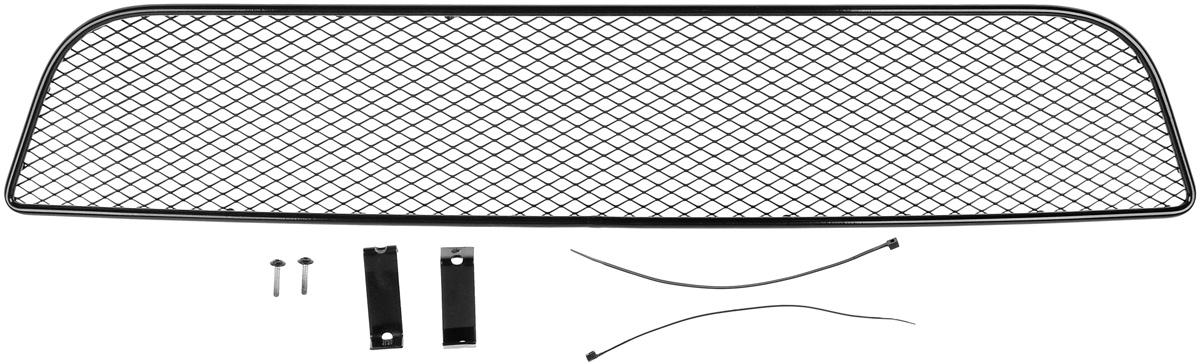 Сетка для защиты радиатора Novline-Autofamily, внешняя, для Suzuki SX4 Classic (2010-2013)CA-3505Сетка для защиты радиатора Novline-Autofamily изготовлена из антикоррозионного материала, что гарантирует отсутствие ржавчины в процессе эксплуатации. Изделие устанавливается на штатную решетку переднего бампера автомобиля, защищая таким образом радиатор от попадания камней, крупных насекомых, мелких птиц. Простая установка делает это изделие необыкновенно удобным. В отличие от универсальных сеток, для установки которых требуется снятие бампера, то есть наличие специализированных навыков и дополнительного оборудования (подъемник и так далее), для установки этой сетки понадобится 20 минут времени и отвертка. Данный продукт разработан индивидуально под каждый бампер автомобиля. Внешняя защитная сетка радиатора полностью повторяет геометрию решетки бампера и гармонично вписывается в общий стиль автомобиля.