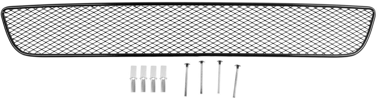 Сетка для защиты радиатора Novline-Autofamily, внешняя, для Chevrolet Cruze (2009-2013)SS 4041Сетка для защиты радиатора Novline-Autofamily изготовлена из антикоррозионного материала, что гарантирует отсутствие ржавчины в процессе эксплуатации. Изделие устанавливается на штатную решетку переднего бампера автомобиля, защищая таким образом радиатор от попадания камней, крупных насекомых, мелких птиц. Простая установка делает это изделие необыкновенно удобным. В отличие от универсальных сеток, для установки которых требуется снятие бампера, то есть наличие специализированных навыков и дополнительного оборудования (подъемник и так далее), для установки этой сетки понадобится 20 минут времени и отвертка. Данный продукт разработан индивидуально под каждый бампер автомобиля. Внешняя защитная сетка радиатора полностью повторяет геометрию решетки бампера и гармонично вписывается в общий стиль автомобиля.