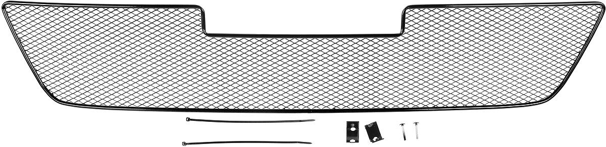 Сетка для защиты радиатора Novline-Autofamily, внешняя, для Toyota Hilux (2015-)SVC-300Сетка для защиты радиатора Novline-Autofamily изготовлена из антикоррозионного материала, что гарантирует отсутствие ржавчины в процессе эксплуатации. Изделие устанавливается на штатную решетку переднего бампера автомобиля, защищая таким образом радиатор от попадания камней, крупных насекомых, мелких птиц. Простая установка делает это изделие необыкновенно удобным. В отличие от универсальных сеток, для установки которых требуется снятие бампера, то есть наличие специализированных навыков и дополнительного оборудования (подъемник и так далее), для установки этой сетки понадобится 20 минут времени и отвертка. Данный продукт разработан индивидуально под каждый бампер автомобиля. Внешняя защитная сетка радиатора полностью повторяет геометрию решетки бампера и гармонично вписывается в общий стиль автомобиля.
