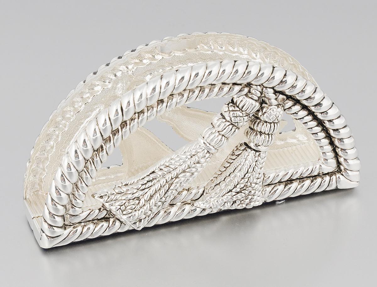 Салфетница Marquis, 13,5 х 3,5 х 7 см115510Салфетница Marquis изготовлена из стали с никель-серебряным покрытием. Изделие оформлено под плетеный шнур и декорировано кисточками. Дно салфетницы отделано бархатистой тканью для предотвращения скольжения. Такая салфетница изысканно дополнит сервировку стола и станет стильным необычным акцентом.