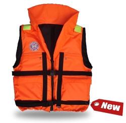 Жилет спасательный Плавсервис Regatta, цвет: оранжевый. Размер 48-52, вес до 80 кг06/5/07Cпасательный жилет Плавсервис Regatta, - серьезно заявляет свои намерения на спасение человеческой жизни на водах. Более функциональный и эргономичный жилет за счет изменения конструкции спинки и проймы, которое позволило обеспечить наиболее полное облегание тела владельца и усилило надежность правильной фиксации этого жилета при попадании человека в воду. В воде с помощью элементов плавучести этот жилет перевернет владельца в положение лицом вверх и удержит под углом к горизонту так, чтобы обеспечить безопасное положение головы над водой. В комплект жилета входят регулировочные ремни, светоотражающие полосы, карманы, молния, свисток, паховая стропа, подголовник с воротником. Карманы - вместе с двумя нагрудными карманами на молнии на жилете Regatta появились два удобных объемных боковых кармана с клапаном на липучке.Подголовник. Обязательное условие сертифицированного спасательного жилета. Ткань Оxford 230D PU1000, внутри которой находятся несколько многослойных сегментов из вспененного полиэтилена. Высокий подголовник такой конструкции хорошо держит голову владельца на плаву и в тоже время обладает достаточной гибкостью для складывания жилета при транспортировке.Элементы плавучести, состоящие из набора НПЭ пластин толщиной 8 мм каждая. Пластины на груди вшиты между основной и подкладочной тканью и обеспечивают стабильное положение на воде владельца лицом вверх.Лямка выполнена из ременной ленты плотностью от 16 г/м2 и является стягивающим элементом. В зависимости от размера спасательного жилета ее длина изменяется. Фиксируется фастексами с достаточным запасом прочности или посредством сдвоенных стальных полуколец.