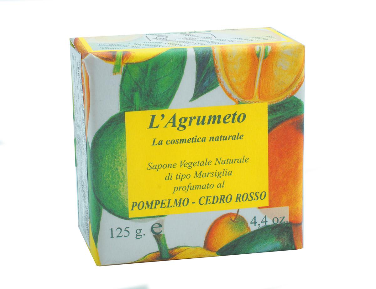 Iteritalia Мыло высококачественное натуральное растительное с ароматом ГЕЙПФРУТ-КЕДР, 125 г5010777139655Высококачественное натуральное растительное мыло марсельского типа с ароматом грейпфрута и кедра.Обогащено эфирными маслами грейпфрута, бережно очищает и восстанавливает кожу. В ароматерапии свежий аромат грейпфрута обладает тонизирующим действием. Коллекция ПЛАНТАЦИЯ ЦИТРУСОВЫХ.