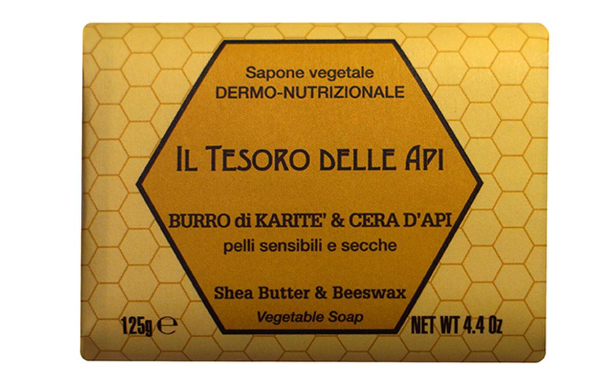 Iteritalia Мыло высококачественное натуральное растительное с питательным для кожи эффектом. МАСЛО КАРИТЭ И ПЧЕЛИНЫЙ ВОСК для чувствительной и сухой кожи, 125 г5010777139655Высококачественное натуральное растительное мыло, содержащее масло каритэ и пчелиный воск, известные своими питательными, увлажняющими и снимающими раздражение свойствами. Деликатно очищает, придавая коже приятное ощущение мягкости и бархатистости. Подходит для всех типов кожи, в том числе для чувствительной и сухой кожи.