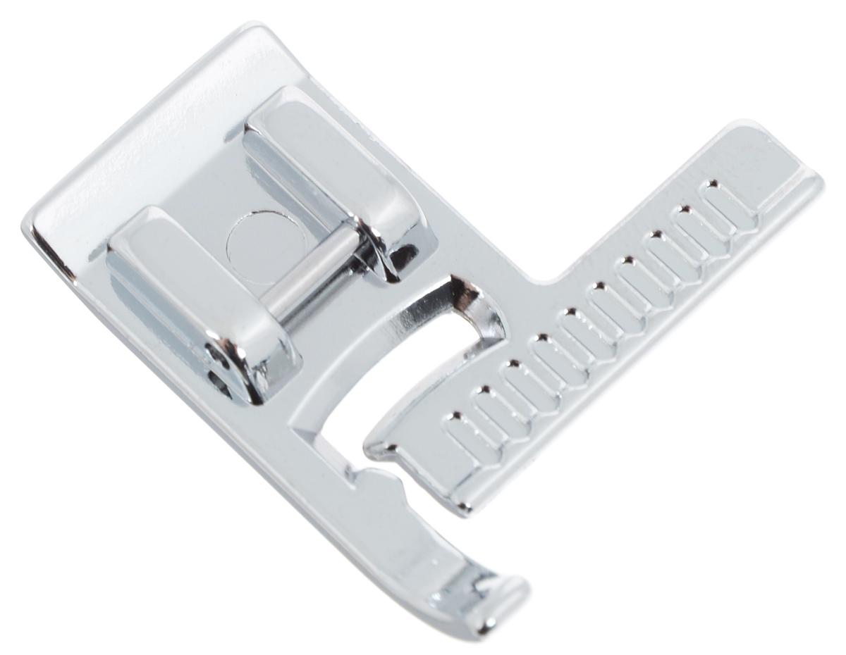 Лапка для швейной машины Aurora, с линейкойЗР-950-82Лапка для швейной машины Aurora используется для выполнения прямой строчки параллельно краю материала. Шлаку на прижимной планке можно использовать для отстрачивания срезов как на прямых, так и на изогнутых частях изделия. Подходит для большинства современных бытовых швейных машин. Инструкция по использованию прилагается.