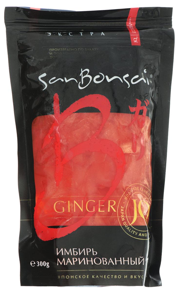 SanBonsai Экстра имбирь маринованный, 300 г0120710Имбирь - это важный и незаменимый элемент японских блюд. Маринование позволяет смягчить жесткий вкус имбиря, не уменьшая его полезных свойств. Маринованный имбирь сохраняет свою специфическую жгучесть, приобретая пряный вкус и мягкую консистенцию. В маринованном имбире сохраняются витамины, минералы, он стимулирует пищеварение и укрепляет иммунитет. Имбирь SanBonsai Экстра подходит для тех, кто употребляет большое количество имбиря, но не единовременно. Герметичная упаковка на зип-застежке не даст испортиться продукту долгое время, и его удобно хранить.