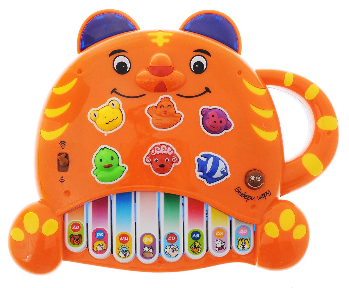 """Развивающая игрушка Mommy Love """"Пианино Тигренок"""" обязательно понравится малышу и не позволит ему скучать. Пианино выполнено из яркого прочного пластика в виде тигренка, на котором расположены 8 клавиш с нотами и 6 кнопок в виде животных. Каждой клавише соответствует своя нота, поэтому ребенок легко выучит их названия. С помощью кнопок в виде животных ребенок познакомится с их названиями и издаваемыми ими звуками, а именно с лягушкой, курочкой, обезьянкой, уточкой, барашком и рыбкой. Во время звучания подсвечиваются ушки тигренка. Также на панели пианино расположен переключатель в виде нотки, с помощью которого можно регулировать звук, и кнопка в виде смайлика для выбора игры. Для удобства переноски на игрушке находится пластиковая ручка в виде хвостика тигренка. Занятия с такой игрушкой помогут малышу развить цветовое и звуковое восприятия, воображение и мелкую моторику рук. Порадуйте его таким замечательным подарком! Рекомендуется докупить 3 батарейки мощностью 1,5V..."""