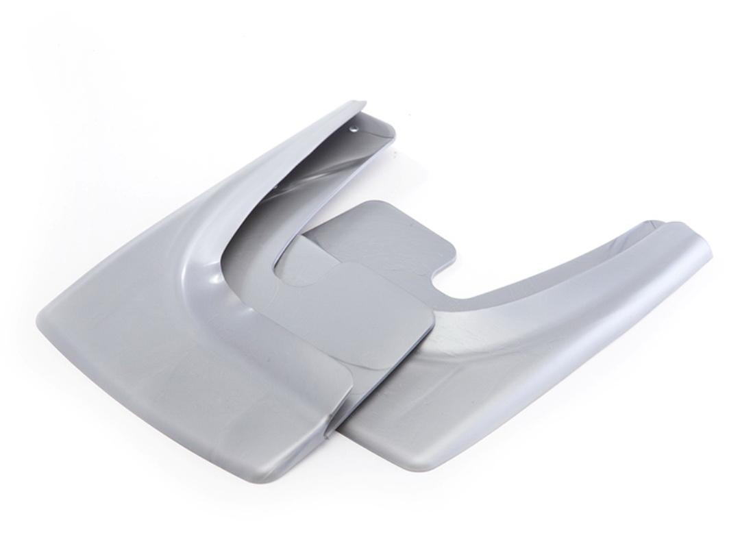 Брызговик универсальный Триада Lux, цвет: серебристый металлик, 2 шт24002001Универсальный брызговик для легковых автомобилей предохраняет кузов от грязи, защищает лакокрасочное покрытие в местах сочленения днища и крыльев, улучшает внешний вид машины. Рекомендуется к установке для замены старых брызговиков и для установки, если брызговиков не было при покупке. Сохраняет прочность и эластичность в диапазоне температур ±50С: не дубеет на морозе, сохраняет форму на жаре.Крепление: саморезы (6 шт). Подходит на переднюю и заднюю часть 95% автомобилей.Комплектация: правый, левый брызговики.