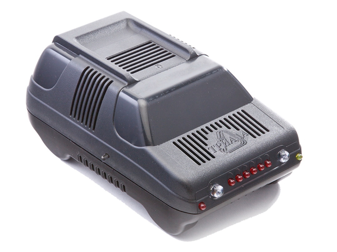 Зарядное устройство Триада BOUSH-50 6/12 А, профессиональное импульсное, 2 режима98291117Зарядные устройства производства НПФ Триада предназначены для профессионального и частого использования в жестких условиях эксплуатации - зарядки автомобильных свинцово-кислотных аккумуляторных батарей напряжением 12В, а также они могут быть использованы как источник питания для 12-вольтовых потребителей, таких как уличная реклама, лампа накаливания, паяльник и др. Эти устройства более высокого класса позволяют зарядить батарею за короткое время, не допуская при этом опасного перенапряжения и выкипания электролита. Принцип работы - импульсные. Вы платите дороже за гарантированное качество и лучшие потребительские свойства. Сделано в России.Технические характеристики2 режима работы: 6/12 А. Светодиодный индикатор. Индикация окончания заряда Индикация переполюсовки.Вес нетто 750 г.
