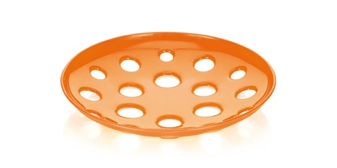 Миска широкая Tescoma Vitamino, цвет: оранжевый, диаметр 31 смGR1834МИКС_фиолетовыйШирокая миска Tescoma Vitamino изготовлена из прочного пластика. Она прекрасно подходит для хранения свежих овощей и фруктов - яблок, груш, бананов, цитрусовых, ананасов, а также перца, помидор и других. Изделие имеет большие отверстия для максимального доступа воздуха к хранимым продуктам, которые дозревают естественным путем и дольше остаются свежими. Подходит для ополаскивания под проточной водой. Можно использовать в холодильнике и мыть в посудомоечной машине. Диаметр (по верхнему краю): 31 см.