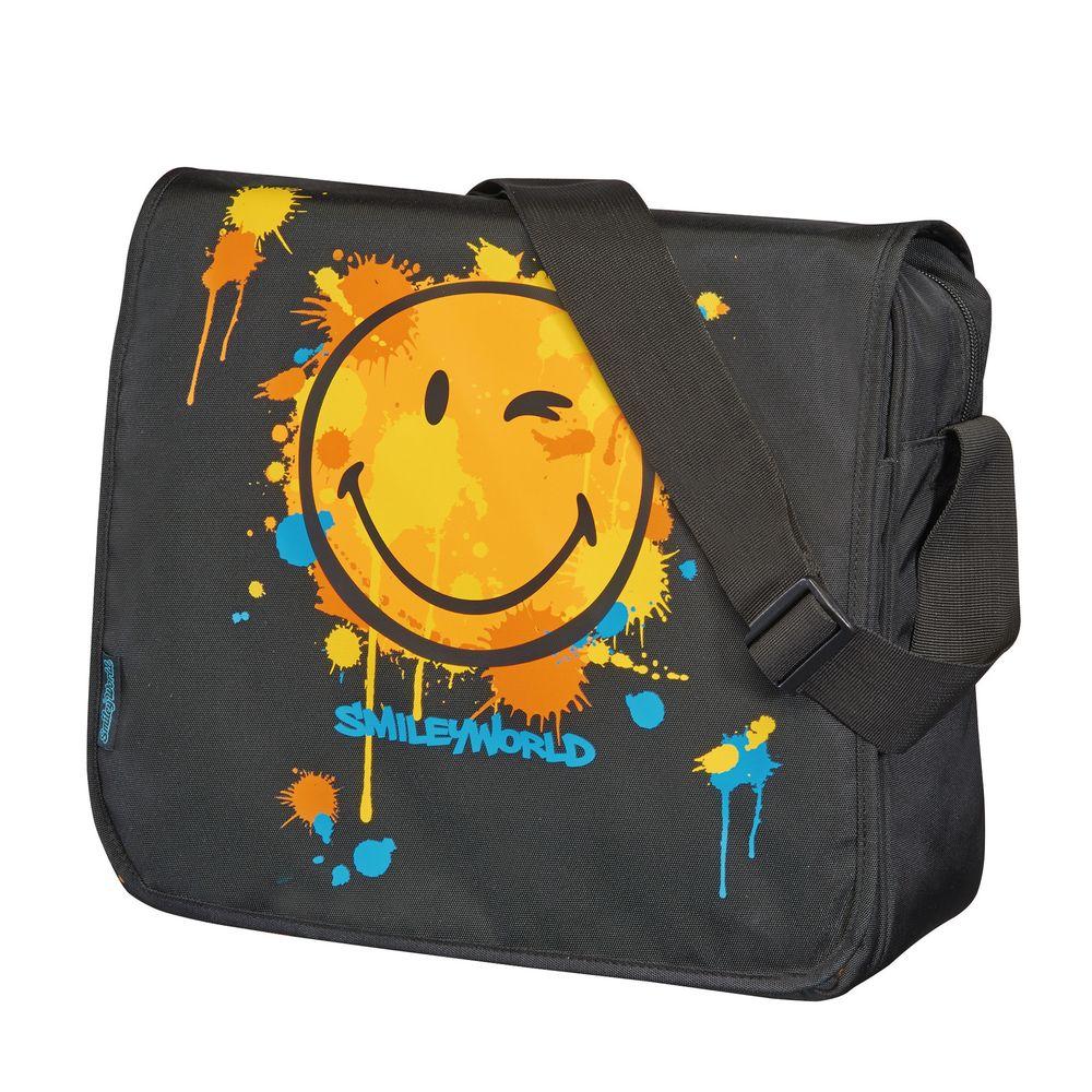 Herlitz Школьная сумка Be Bag Smiley World72523WDПрочная и вместительная школьная сумка Herlitz Be Bag. Smiley World смотрится элегантно в любой ситуации.Сумка имеет одно отделение, которое закрывается клапаном на застежку-молнию. Внутри отделения находятся два открытых сетчатых кармана и карман на молнии. Под клапаном с лицевой стороны расположен накладной карман на застежке-молнии, внутри которого находятся: карман-сетка, открытый карман, карман на застежке-молнии, пластиковый карабин для ключей и отделение для мобильного телефона. Клапан крепится на кнопках, его можно отстегнуть и использовать сумку без него. На одну сторону клапана нанесен рисунок, другая имеет однотонный цвет. Широкая лямка регулируется по длине.Такую сумку можно использовать для повседневных прогулок, учебы, отдыха и спорта, а также как элемент вашего имиджа. Лаконичный и сдержанный дизайн подчеркнет индивидуальность и порадует своей функциональностью.Рекомендуемый возраст: от 6 лет.
