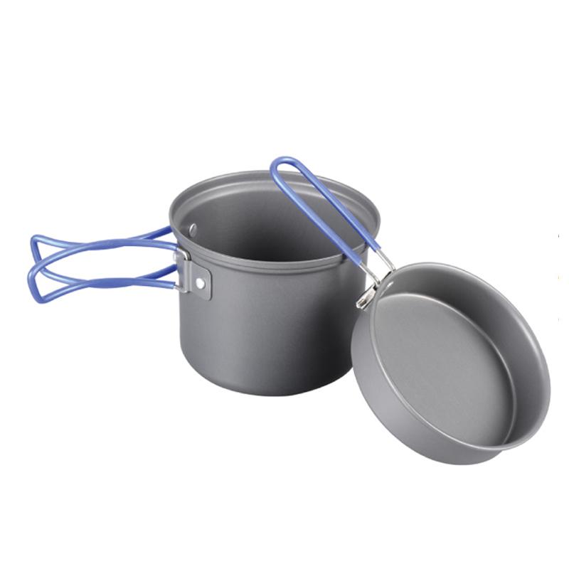 Котелок Tramp с крышкой-сковородой, цвет: серый. TRC-039TRC-039Котелок с крышкой-сковородой Tramp изготовлен из анодированного алюминия. Ручки котелка и крышки складные. Такая посуда незаменима в походе, на охоте или рыбалке.Объем котелка: 1 л.